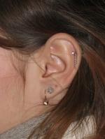 двойной прокол уха