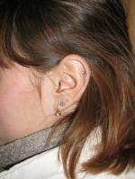три сережки в ухе