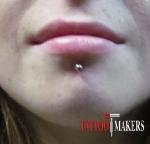 Пирсинг нижней губы