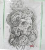 Стилизованный тату эскиз черепа на бок.