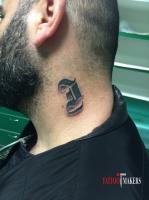 Тату буква I готическим шрифтом.