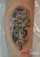 перекрытие старой татуировки на ноге