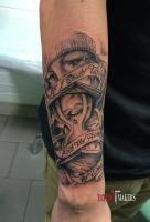 Татуировка на руке в стиле Чикано