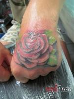 Тату роза на кисти
