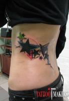 татуировка звезды на боку в цвете