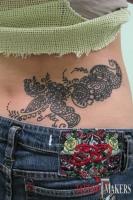 женская тату хной - узоры в индийском стиле сзади