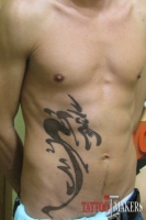 большая татуировка дракона на боку