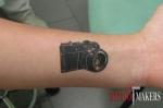 татуировка фотоапарата на руке