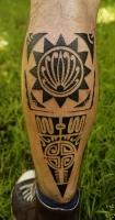 Полинезийская тату на икре.